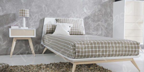 detalle  cama nordica con mesilla a juego