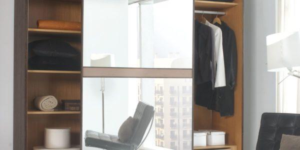 armario de puertas correderas con espejo