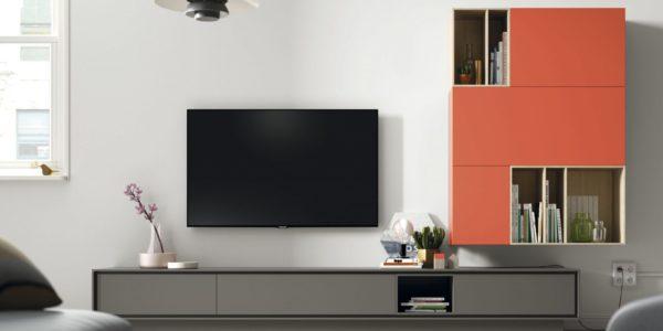 modular televisión con zócalo lacado taiga . Modulo colgado con detlla de huecos