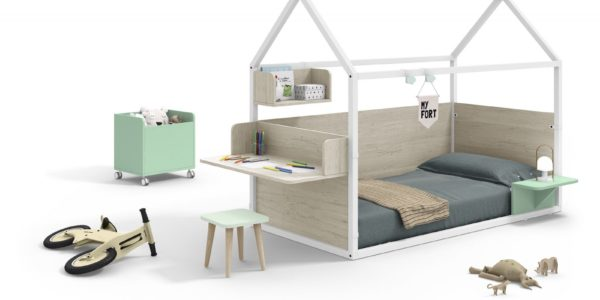 casita nido con mesa estudio madera y verde